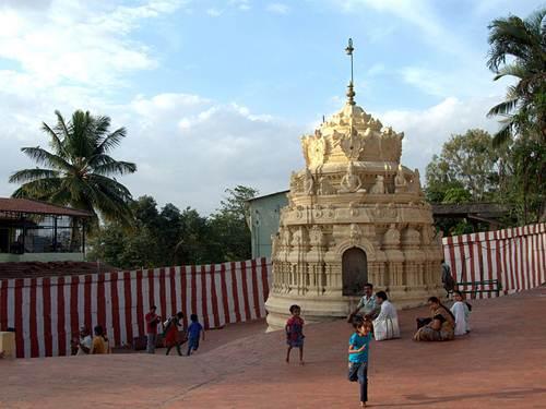 Templo Gavi Gangadhareshwara