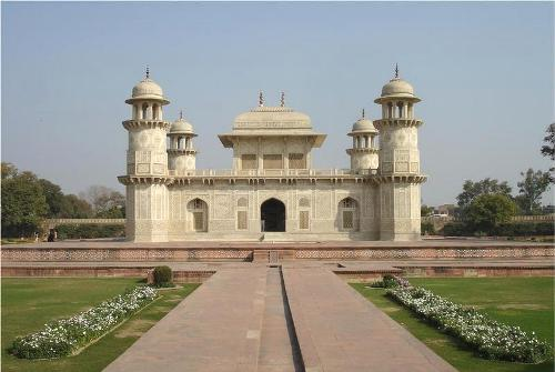 El mausoleo de Itmad-Ud-Daulah, en Agra