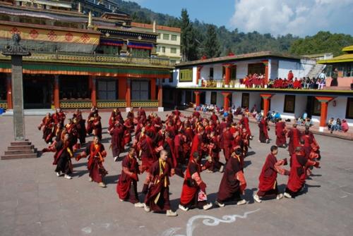 danza de los monjes de Rumtek