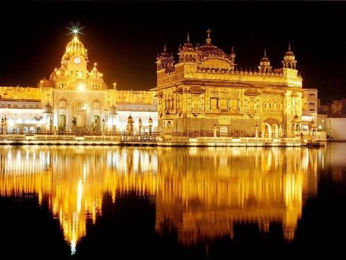 Templo Dorado durante la noche