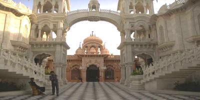 Templo de Krishna Balarama, Vrindavan.