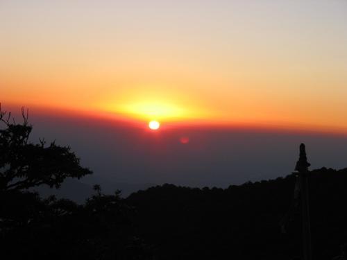Amanecer desde Colina del Tigre, Himalayas, India