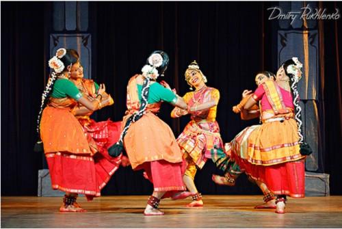 Estudiantes de danza en Kalakshetra