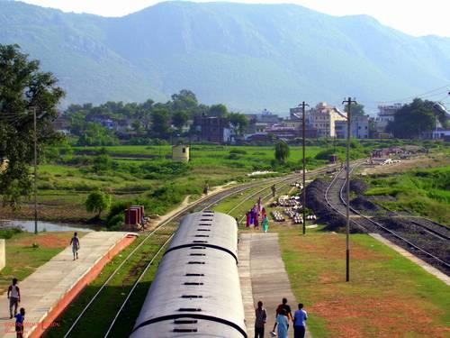 En tren por las ciudades del Budismo