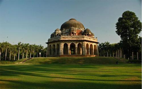 Jardín Lodi, el jardín de las tumbas gemelas