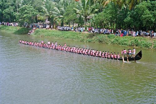 La regata de barcos serpiente de Kuttanadu